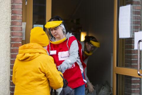 20200424 SPR, Tampere, COVID-19, korona, ruoka-apu, Kohtaamispaikka Tampuri. Vapaaehtoiset. Sari Lahtinen p. 0408744404. Kuva: Marjaana Malkamäki